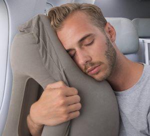 oppustelig rejsepude gave til dem der ikke kan sove
