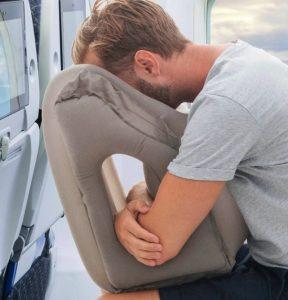 rejsepude som forover på fly